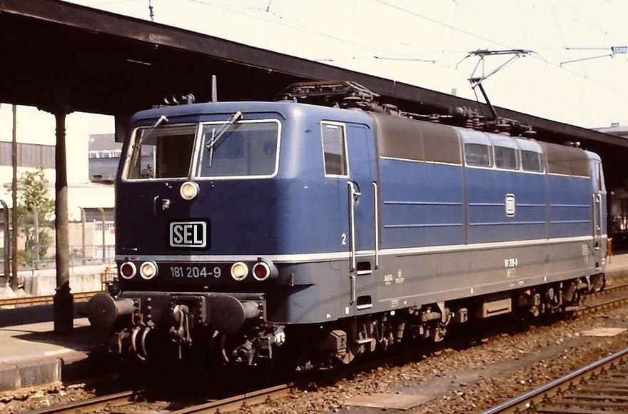 Fotomontage - Lok 181-204 nach erfolgter Revision im Frühjahr 2020 im Farbkleid bei Indienstellung 1974